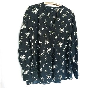 Old Navy Black & White Floral Long Sleeve Blouse